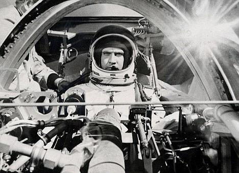 IMAGE: Lee-Majors-shooting-scenes-in-the-HL-10-cockpit